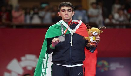 دانشجوی دانشگاه آزاد اسلامی میانه، مدال ارزشمند طلا را برگردن آویخت