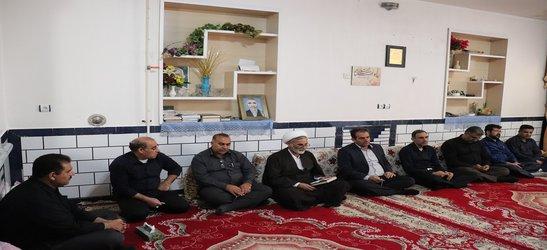 دیدار رئیس و جمعی از همکاران مرکز تحقیقات و آموزش کشاورزی و منابع طبیعی صفی آباد با خانواده شهید مصطفی زالی زاده
