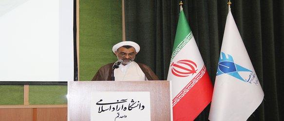 خسروپناه: اساتید معارف اسلامی دانشگاه آزاد باید در محتوای پایاننامههای دانشجویان مشارکت داشته باشند