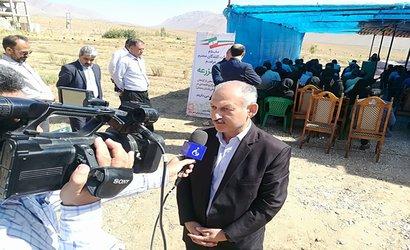 مصاحبه رئیس  مرکز تحقیقات و آموزش کشاورزی و منابع طبیعی استان سمنان با سیمای استان سمنان در روز مزرعه