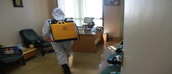 پاکسازی اتاقها و معابر دانشگاه توسط پرسنل خدمات