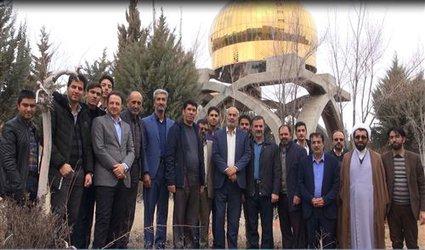 کاشت نهال در جوار قبور مطهر پنج شهید گمنام دانشگاه آزاد اسلامی شهرکرد