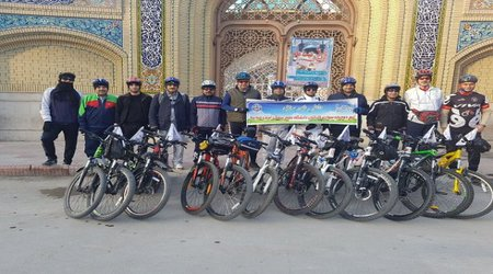 تیم دوچرخه سورای دانشگاه علوم پزشکی تربت حیدریه مسیر ۱۳۰ کیلومتری تربت حیدریه  تا گناباد را رکاب زدند