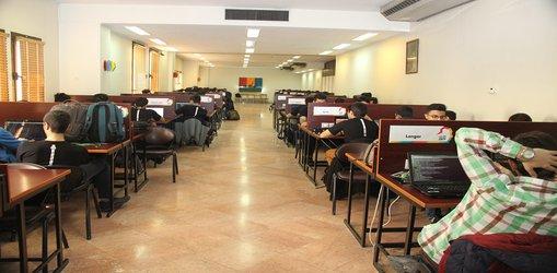 آغاز رقابت حضوری برنامه نویسان حرفهای در دانشگاه صنعتی شریف