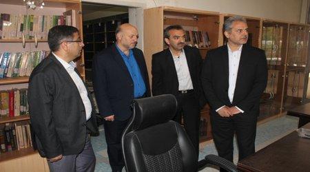 دکتر خاوازی معاون وزیر و رئیس سازمان با حضور در مرکز تحقیقات و آموزش کشاورزی و منابع طبیعی استان تهران میزان پیشرفت پروژه های تحقیقاتی را مورد بررسی قرار داد